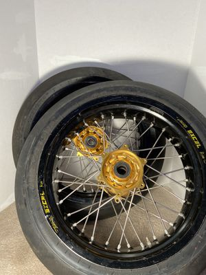 """Excel 17"""" Rims With Talon Hubs And SM Metzeler Tires Off A 2015 yahmaha YZ450F for Sale in Bothell, WA"""