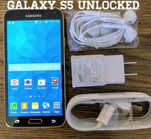 Gold Galaxy S5 GSM UNLOCKED + Accessories for Sale in Arlington, VA