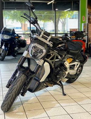 2017 DUCATI XDIAVEL S DIAVEL MOTORCYCLE CLEAN TITLE for Sale in Fort Lauderdale, FL