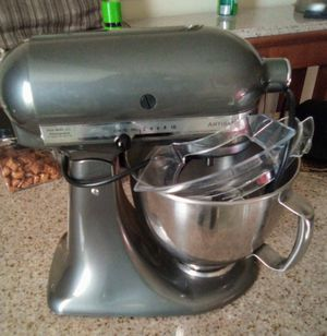 Classic kitchen aid Artisan mixer for Sale in Wenatchee, WA