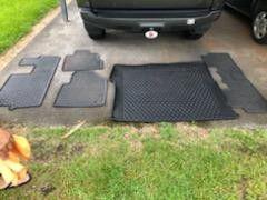 2015 Honda Pilot floor rubber mats set with trunk liner for Sale in Hilo, HI