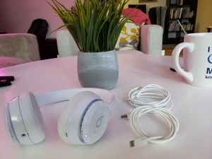 Beats solo 3 Wireless for Sale in San Lorenzo, CA
