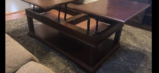 Nelson Lift Top Cocktail Table for Sale in Atlanta,  GA