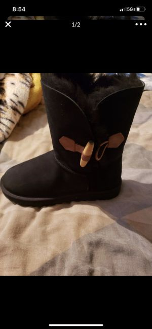 Uggs boots size 7 for Sale in Milwaukee, WI