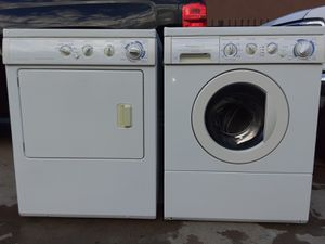 Frigidaire Set with Regular Capacity Washer and Large Capacity Gas Dryer for Sale in Santa Ana, CA