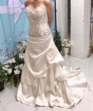 NWT Moonlight White Wedding Dress Size 6 for Sale in Rancho Cordova, CA