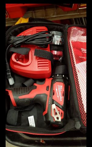 MILWUAKEE M12 CORDLESS SPEED DRILL DRIVER KIT BATTERY AND CHARGER NEW for Sale in San Bernardino, CA