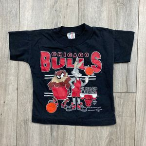 3T* Vintage 90's Chicago Bulls Looney tunes warner Bros tshirt for Sale in Spokane, WA