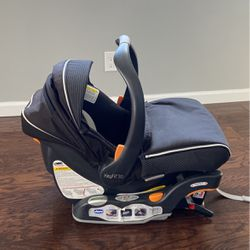 Chicco Keyfit 30 Infant Car seat for Sale in Westbury,  NY