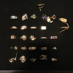 GOLD JEWELRY (mostly Women's ) for Sale in Stanwood,  WA