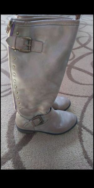 Boot for girl size 1 for Sale in Riverside, CA