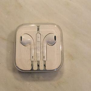 Apple EarPod w/35mm headphone plug + adapter for Sale in Washington, DC