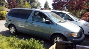 2000 Toyota sienna minivan for Sale in Tacoma, WA