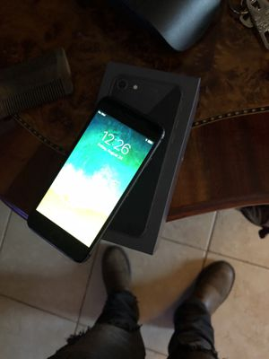 iPhone 8 for Sale in Reedley, CA