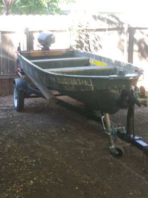 12 ft aluminum boat runs great tag an reg up to date 6hp motor for Sale in Sacramento, CA