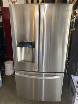 Like new conditions kenmore 3 doors for Sale in Fresno, CA
