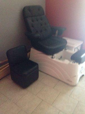 Pedicure chair for Sale in Caledonia, MI