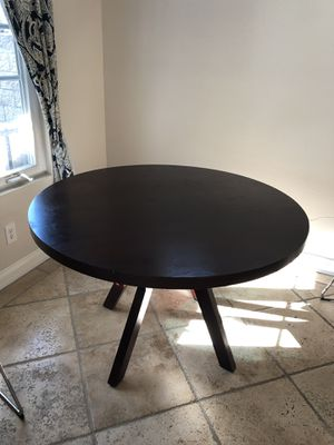 Chocolate brown round dining table. for Sale in Brea, CA