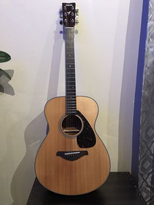 Yamaha FS-700S Full Size Acoustic Guitar + Picks & Tuner included for Sale in Fremont, CA