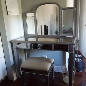 Mirrored Vanity, Mirror, And Stool for Sale in Chatsworth, CA