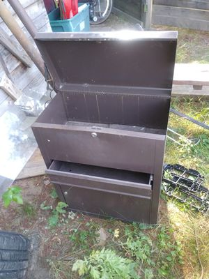 Small metal cabinet for Sale in Bristol, CT