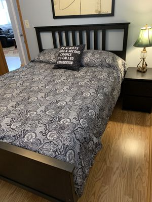 Full/Double Wood Bedroom Set Excellent Used Condition for Sale in Glen Ellyn, IL