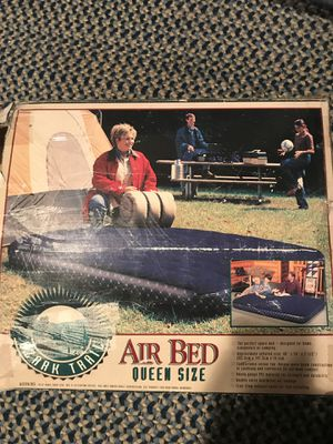 """Queen size 8"""" air bed w/pump for Sale in Costa Mesa, CA"""