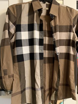 Burberry size m 👩 for Sale in Glendale, CA