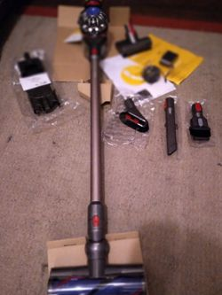 Dyson V8 Absolute (Nickel) Cordless Stick Vacuum for Sale in Pensacola,  FL