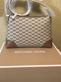 Brand New With Tags And In Gift 🎁 Box Michael Kors Women's Purse for Sale in Downey,  CA