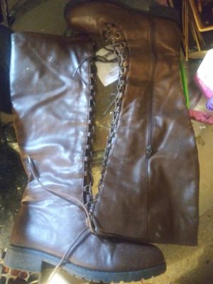 Brown tall boots size 7 1/2 for Sale in Cleveland, OH