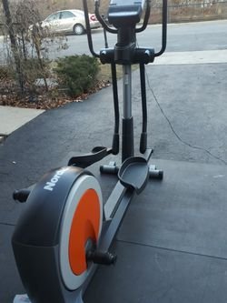 FOLDABLE/SPACESAVER - NORDIC TRACK ELLIPTICAL for Sale in Chantilly,  VA