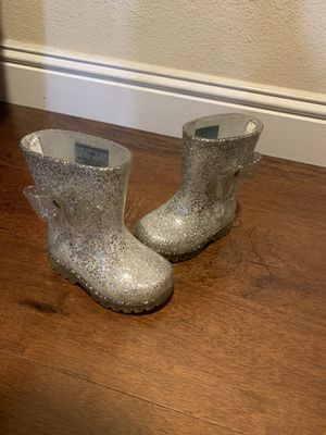 Toddler girl rain boots size 4 color light up bottom for Sale in Los Angeles, CA