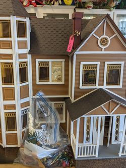 Extra Large Doll House With Accessories for Sale in Los Gatos,  CA