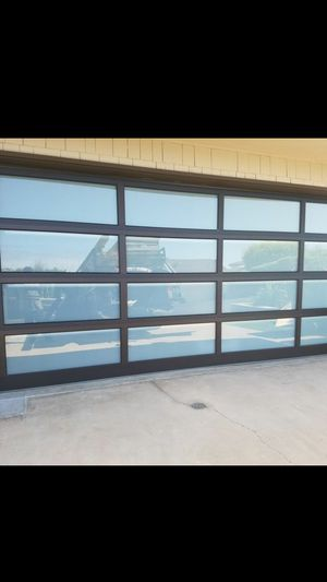 Armando garage door for Sale in Moreno Valley, CA