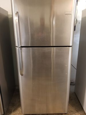 Frigidaire Stainless Steel Top freezer refrigerator very clean works great fully functional for Sale in Long Beach, CA