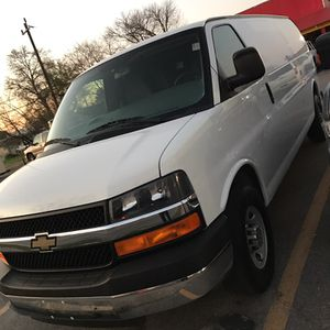 2011 Chevy express cargo 6.0 solo 90k millas carfax Certificacion for Sale in Houston, TX