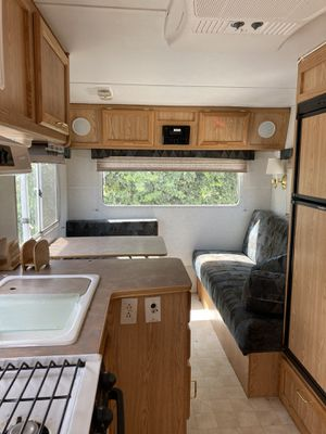 2002 OKANAGAN 22ft LONG FIFTH WHEEL TRAILER like BRAND NEW CONDITION, SUPER CLEAN, EVERYTHING WORKs PERFECT. NO LEAKING. ONLY $4,900 for QUICK SALE. for Sale in Renton, WA
