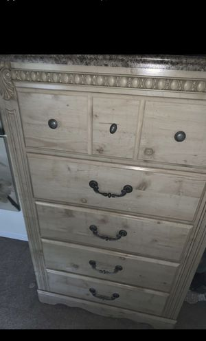 Dresser and nightstand for Sale in Hamden, CT