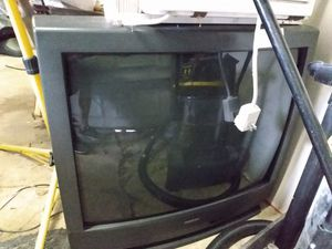 FREE 32' TV for Sale in Erie, PA