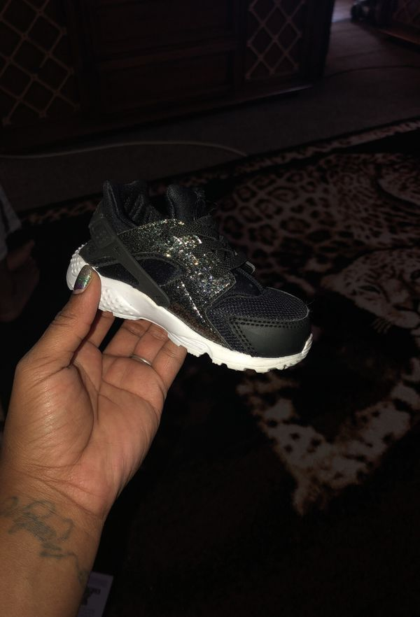 9a7f2d50595f Nike Huarache Run. Bk GD White for toddler girls for Sale in ...