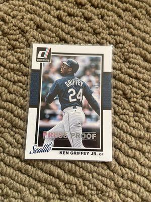Near mint ken Griffey jr Seattle Mariners baseball card for Sale in Lake Tapps, WA