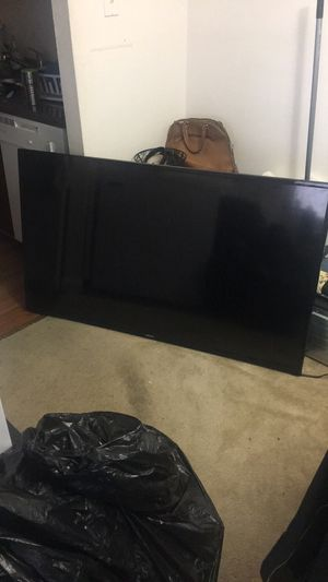 Smart tv up for sale 60 inch...(Samsung) for Sale in Fort Washington, MD