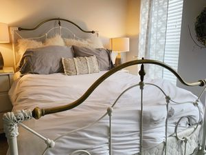 Antique White Bed (Full) for Sale in Purcellville, VA