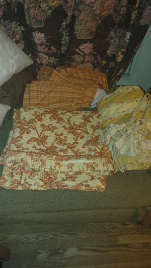 Queen duvate, bed skirt, two panels & ties for Sale in San Diego, CA