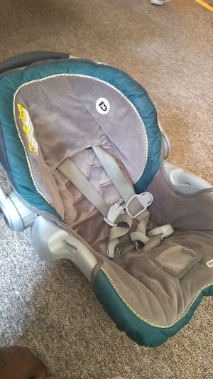 Car seat for small children for Sale in Akron, OH