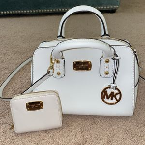 Michael Kors handbag and wallet for Sale in Coyote, CA