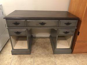 Desk/vanity for Sale in San Bernardino, CA