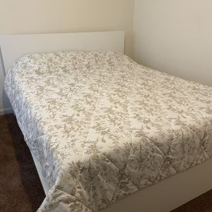 Quen Size Bed Frame With Mattress for Sale in Akron, OH