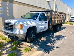 CHEVROLET SILVERADO GAS STAKE BED TRUCK WITH LIFT GATE for Sale in El Monte, CA